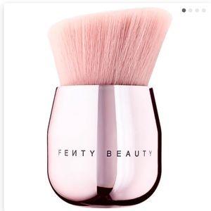 Nee & Sealed Fenty Face & Body Kabuki Brush 160